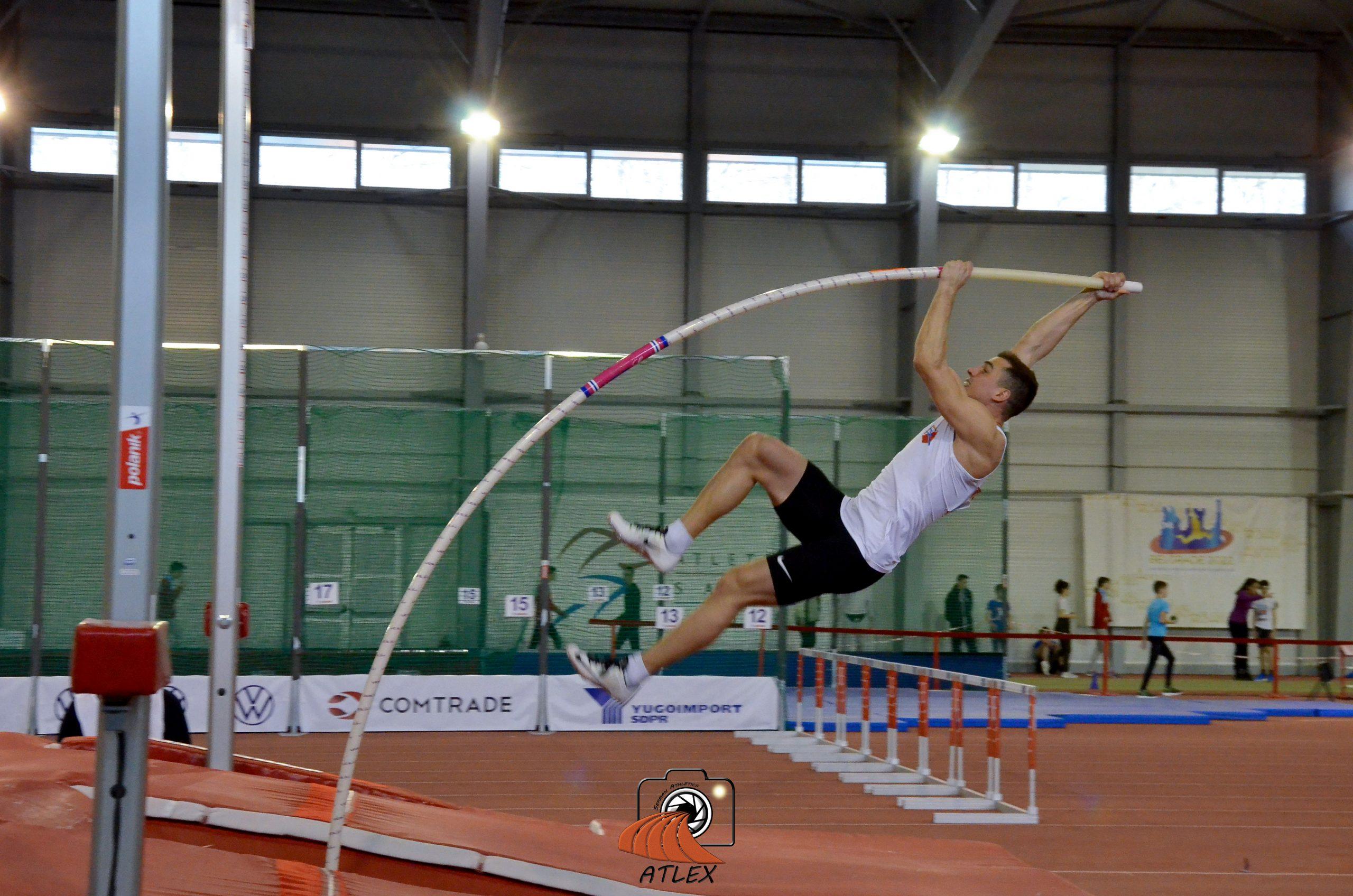Mihail Dudaš, skok sa motkom