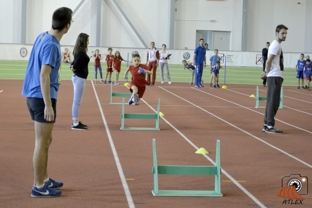 Dečija atletika, poligon - trčanje preko prepona