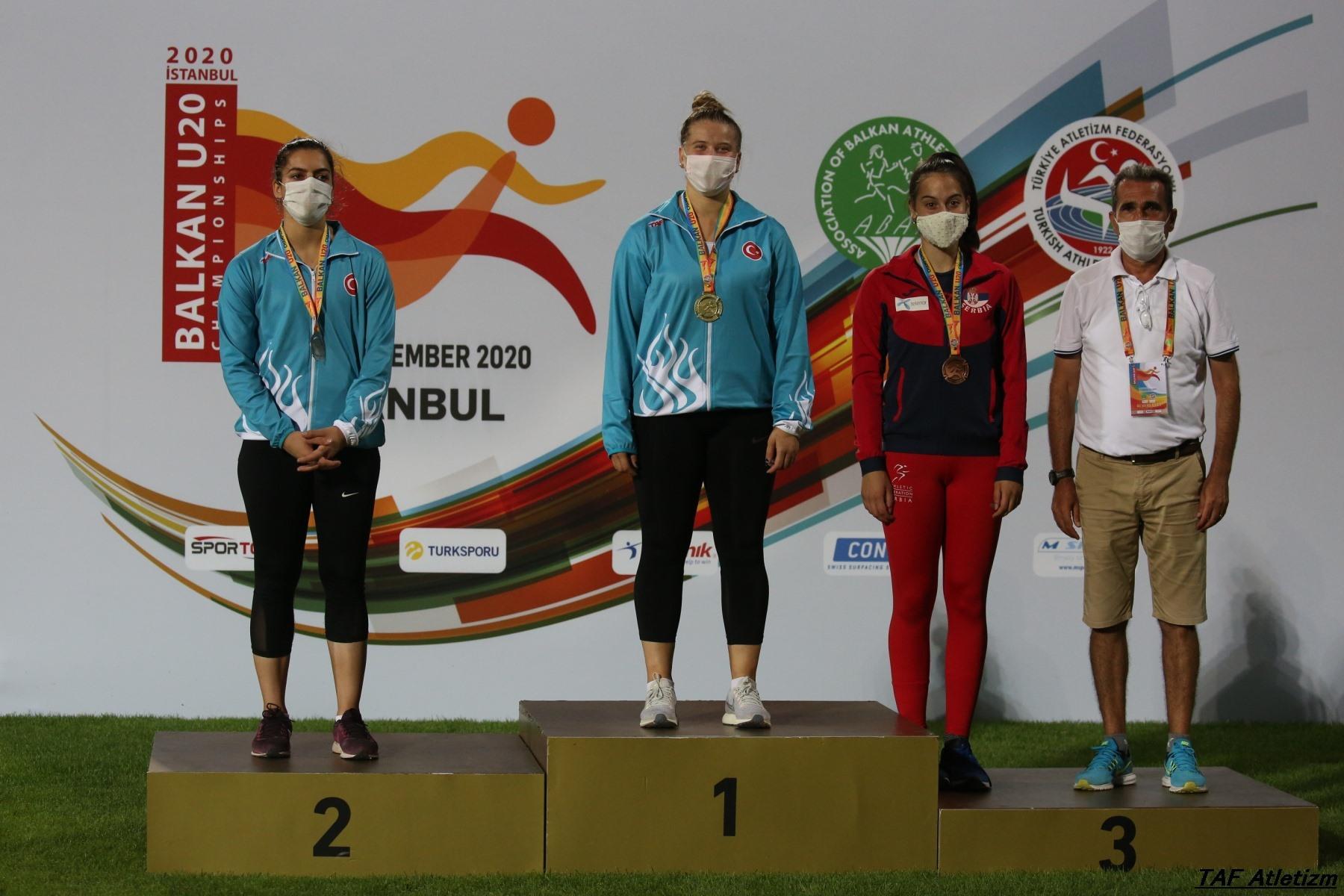 Adriana Vilagoš na postolju u20 Balkanijada 2020, bacanje koplje bronana medalja