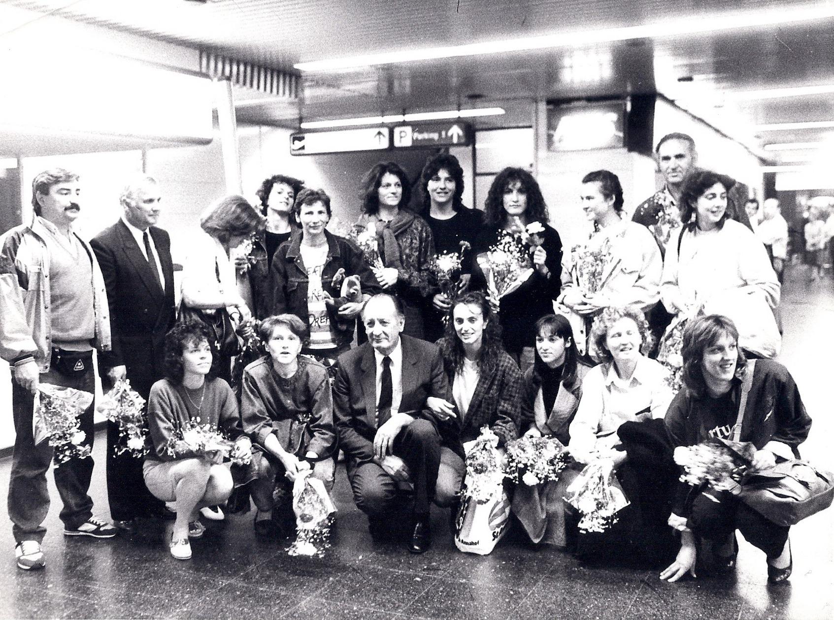 Ženska ekipa Crvene zvezde vicešampionke Evrope 1989. doček na aerodromu