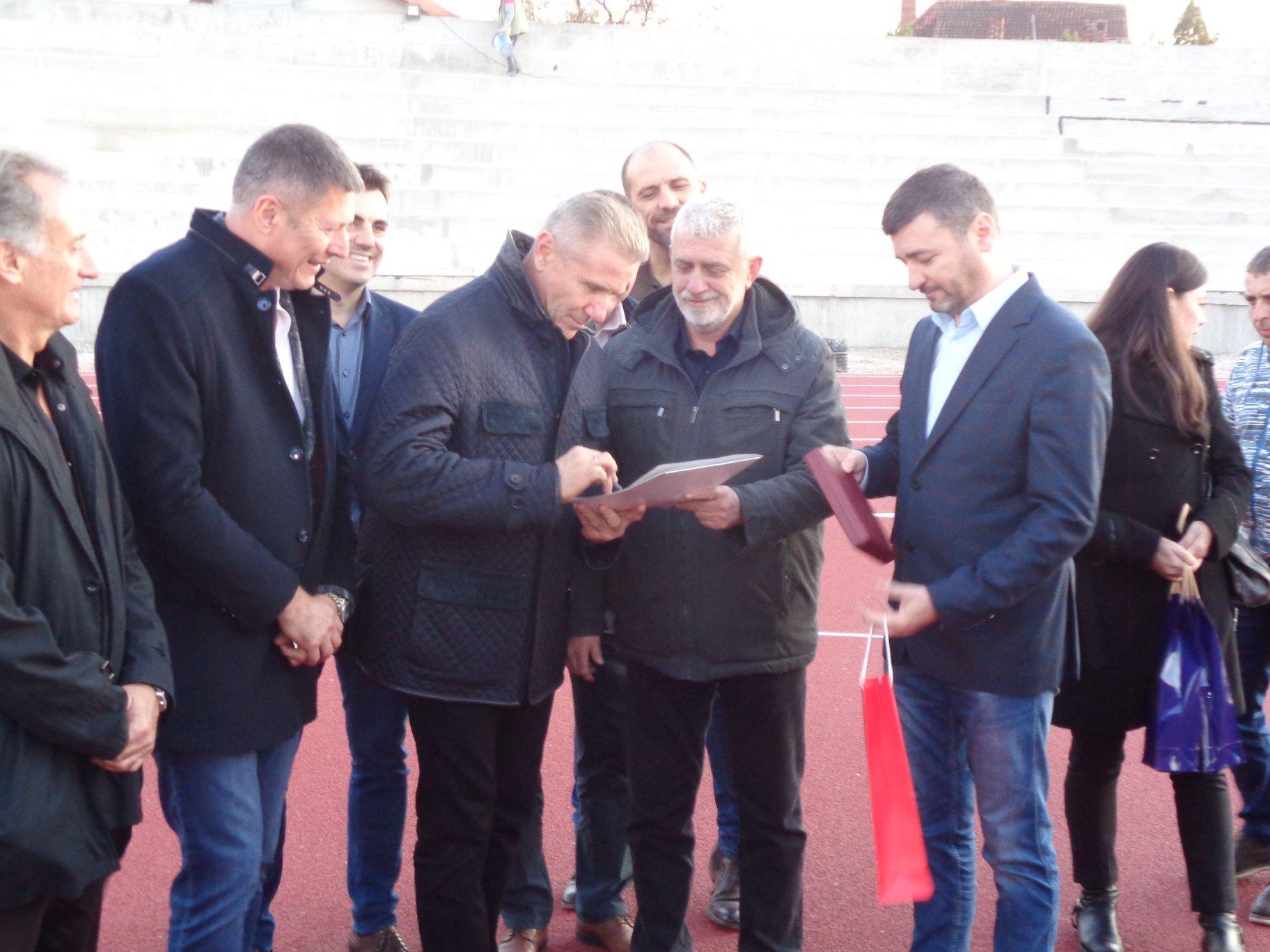 Otvaranje atletskog stadiona u Ćupriji: Slobodan Branković, Sergej Bupka, Dragan Životić i Ninoslav Erić