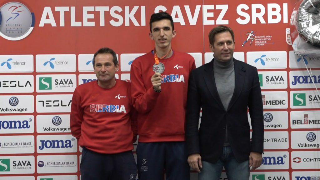 Elzan Bibić sa medaljom vicešampiona Evrope u krosu
