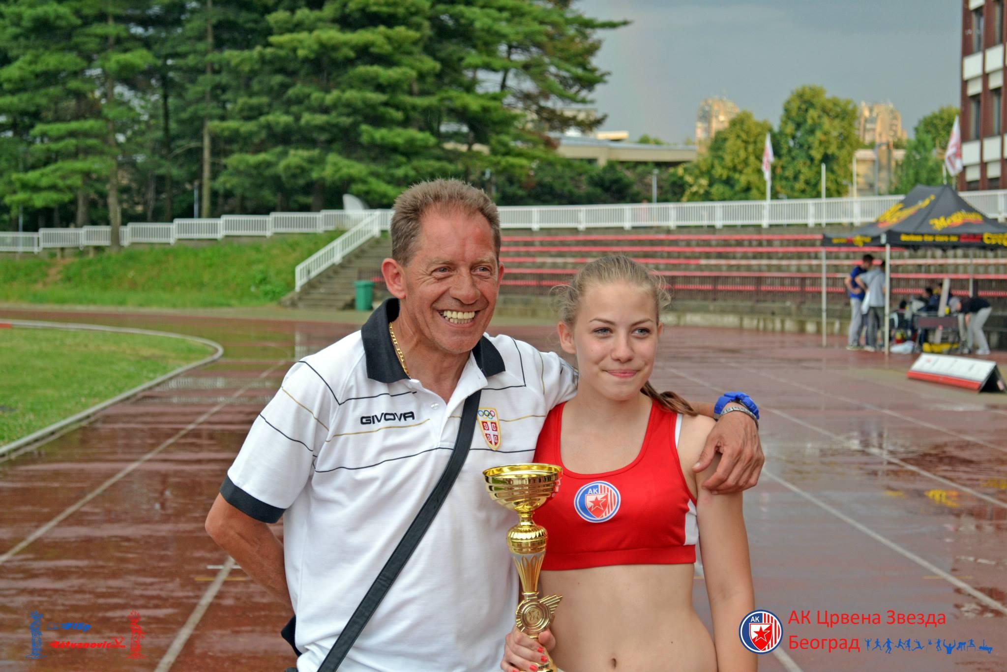 Ismail Mačev sa najmlađom ćerkom Dejanom Mačev