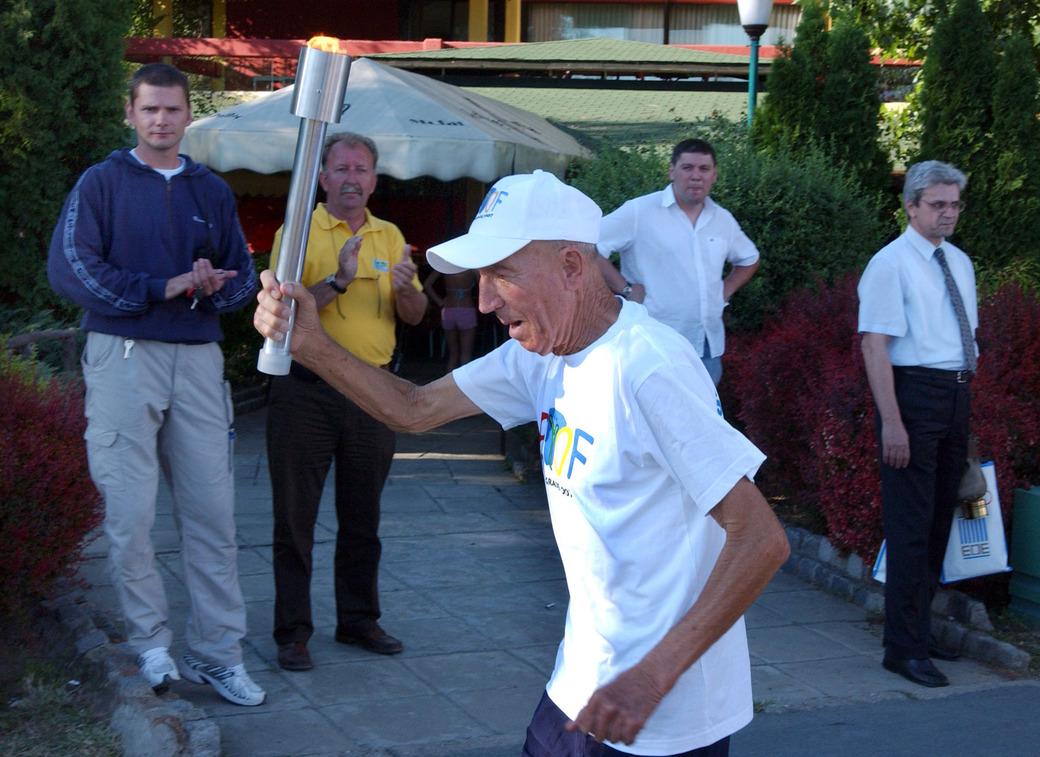 Franjo MIhalić sa Olimpijskom bakljom, EYOF 2007