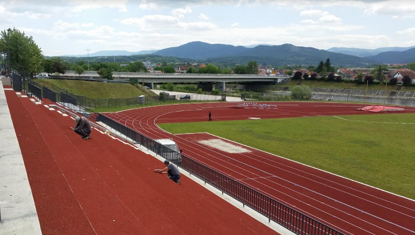 Atletski stadion u Kraljevu, pogled na Ibar i most